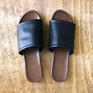 Rock & Candy Castine Black Slide Sandals 7